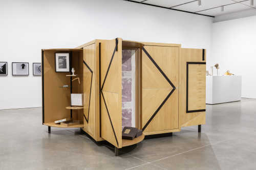 Goshka Macuga Kabinett der Abstrakten 2003 ICA Boston